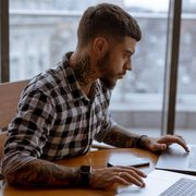 The rise of 'overemployed' workers thumbnail