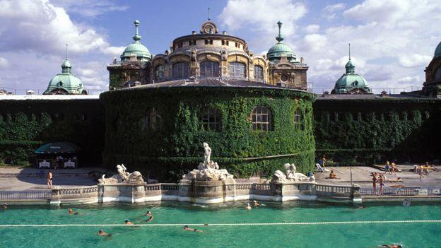 Medicinal baths (Credit: Danita Delimont/Getty)
