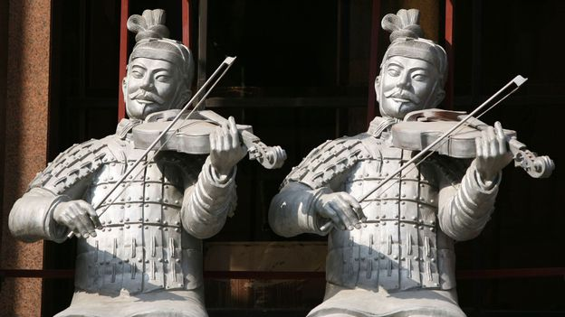 Terracotta warriors playing violins (Credit: Getty Images)