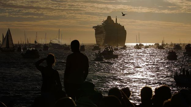 The Queen Mary 2 departs Fremantle Harbour (Credit: Paul Kane/Getty)
