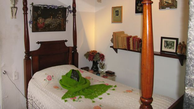 Kahlo's bed and death mask, La Caza Azul (Credit: Kate Armstrong)