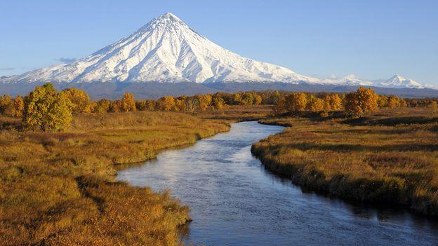 Kronotsky Volcano rises over the wilds (Credit: Igor Shpilenok)