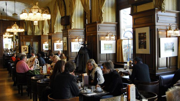 Vienna's Cafe Schwarzenberg (Credit: Doelan Yann/Getty)