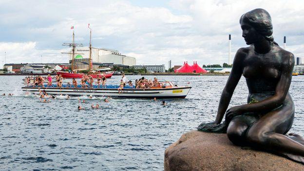 The landmark Little Mermaid statue (Credit: Nikolai Linares/AFP/Getty)