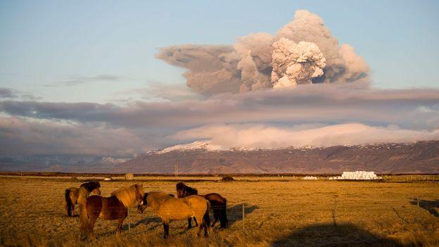 Billowing ash and smoke (Credit: Halldor Kolbeins/AFP/Getty)