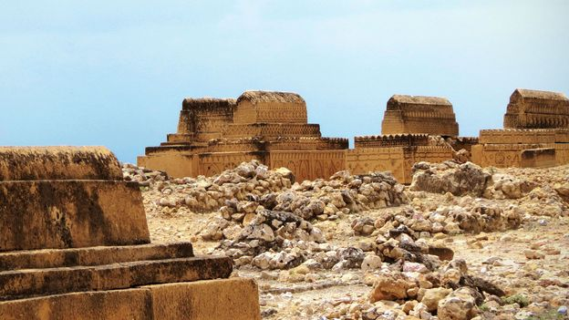 Graves in the Samma cluster (Credit: Urooj Qureshi)