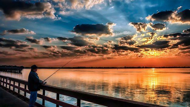Dawn on the Detroit River (Credit: Kenneth Raymond/Getty)