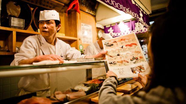 Life at the Tsukiji fish market (Credit: Daniel Berehulak/Getty)