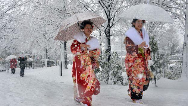 Kimonos in the snow (Credit: Yoshikazu Tsuno/AFP/Getty)