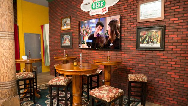The Central Perk pop-up (Credit: ©2014 WBEI. All Rights Reserved.)