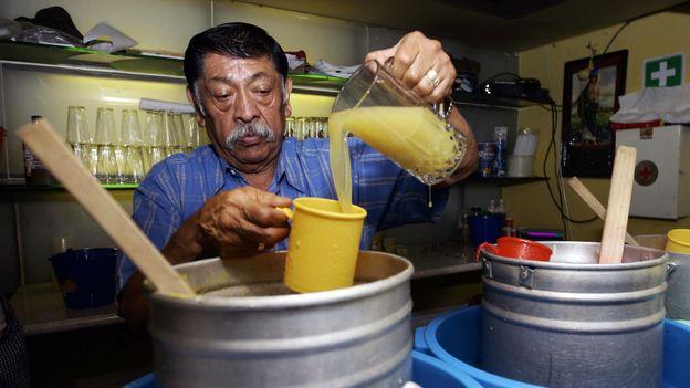 Pouring pineaple pulque (Credit: Ronaldo Schemidt/AFP/Getty)