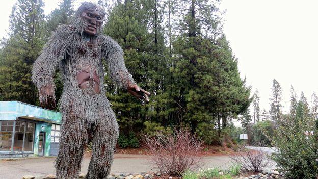Bigfoot statue greets visitors to Happy Camp, California (Credit: Andy Murdock)