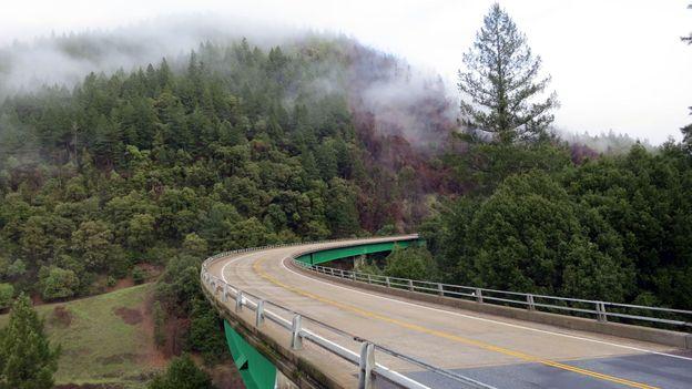Bridge over the Klamath River gorge (Credit: Andy Murdock)