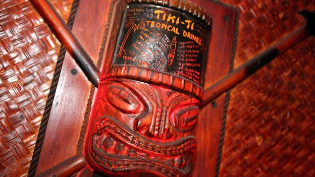 Wall art at Tiki-Ti (Credit: Credit: Sam Howzit/Flickr/Creative Commons)