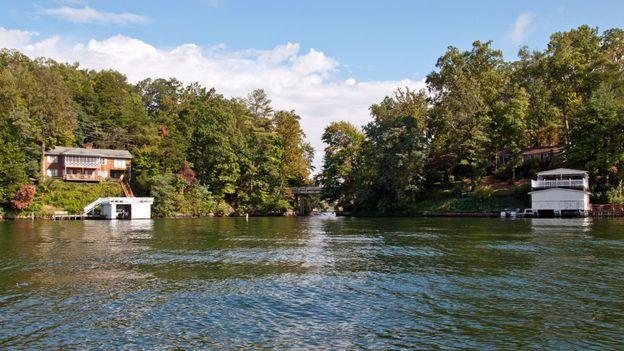 Picturesque Lake Lure (Credit: Credit: Amanda Ruggeri)