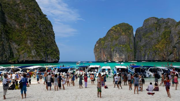 Tourists cram onto Maya Bay's small beach (Credit: Credit: Gunter Flegar/Alamy)