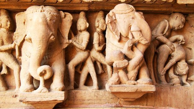 A closer inspection of the temple's sculptures (Credit: Credit: Charukesi Ramadurai)