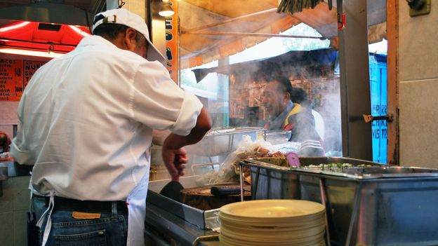 Taco stands serve the best tacos steaming hot (Credit: Credit: Thelmadatter/Wikimedia Commons/CC BY-SA 3.0)