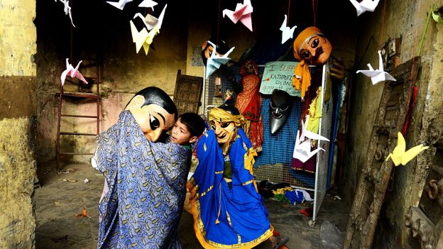 Kathputli is inhabited by puppeteers, magicians, acrobats, dancers and musicians (Credit: Credit: AFP/Getty)