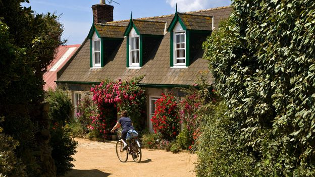 A charming look around the island of Sark (Credit: Credit: doughoughton/Alamy)
