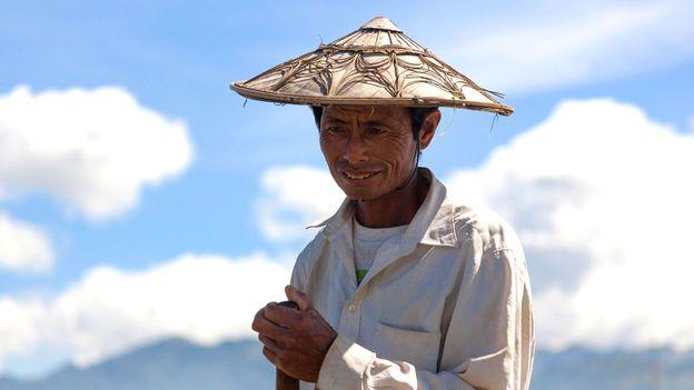 A fisherman shields the sun with a traditional kha-mauk hat (Credit: Credit: Matthew Kyte/Alamy)