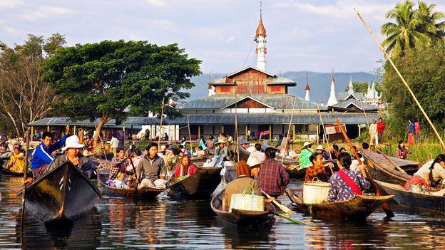 The bustling floating market of Ywa-ma on Inle Lake (Credit: Credit: Nigel Pavitt/Alamy)