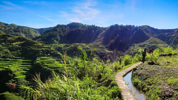 Hiking the lush path to Buscalan (Credit: Credit: HoneyTrek)