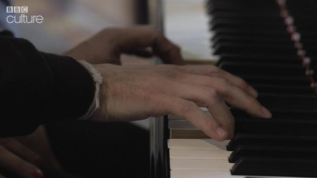How to learn to play the piano in six weeks
