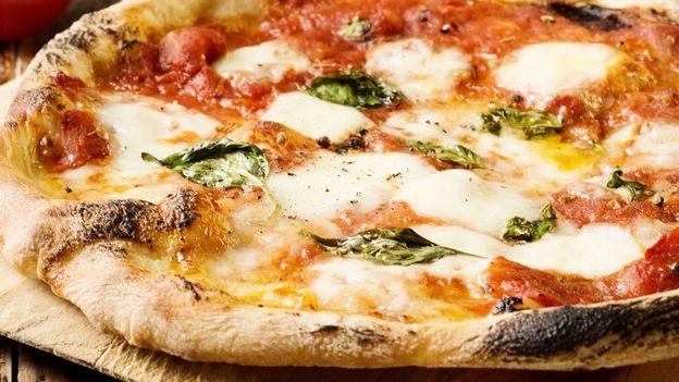 Ricetta Pizza Unesco.Bbc Travel How To Make Pizza Like A Neapolitan Master