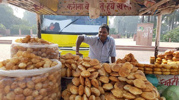 Street vendors know the palate of their customers and tailor each pani puri order (Credit: Credit: Charukesi Ramadurai)