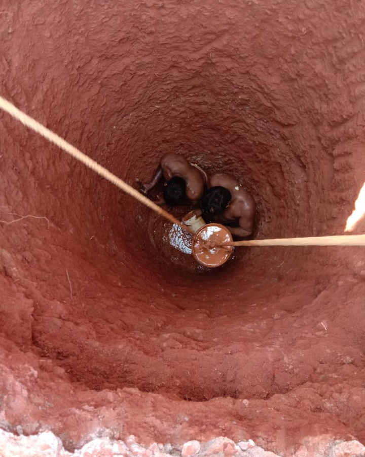 Mannu vaddars work in dangerous and cramped conditions to create much-needed wells using traditional methods in Bangalore (Credit: Vishwanath Srikantaiah)