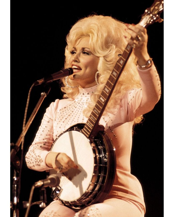 Parton took on a more glamorous image and more commercial material in the mid-1970s (Credit: Getty Images)