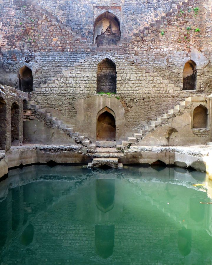 There are thousands of stepwells across India but as modern water systems have been installed many have been neglected (Credit: Victoria Lautman)
