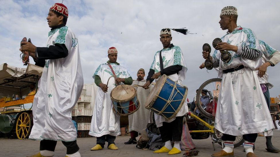 Gnaoua – spiritual musicians – claiming their space in the Djemaa el Fna. (Olivier Cirendini/LPI)