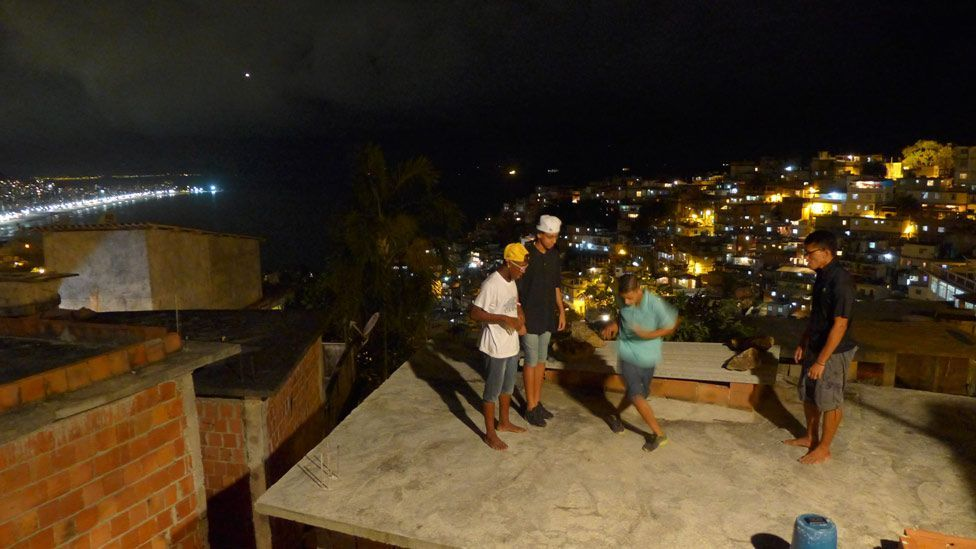 Dancers get together high on the favela rooftops to practise and share new steps. (Julia Carneiro)
