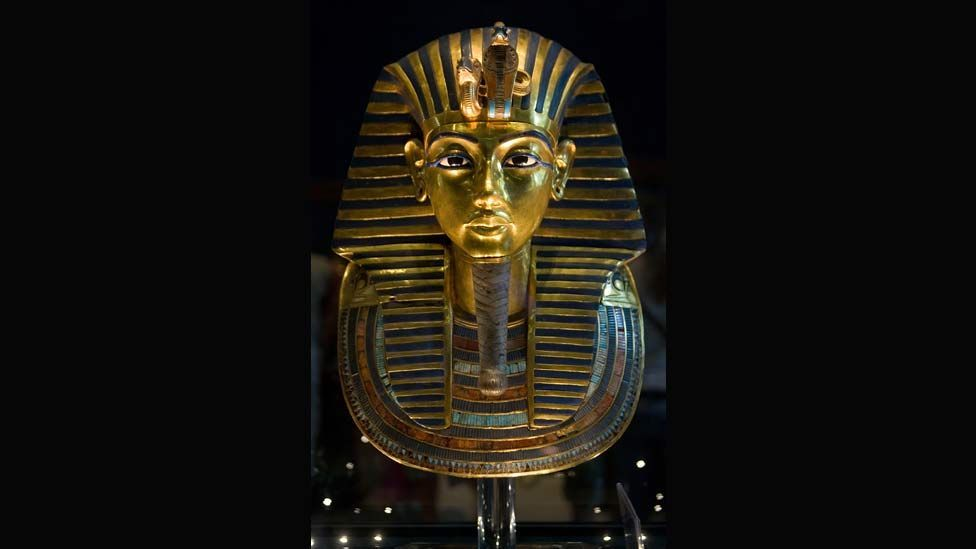 Tutankhamun's solid gold death mask is a dazzling display of 'visual rhetoric', glorifying the child who became a pharaoh aged nine. (Photo: Getty Images)