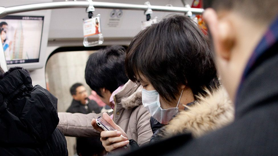 Commuters in China's megacities spend many hours in transit - and watching micro movies on mobile phones is a popular way to pass the time. (Getty Images)