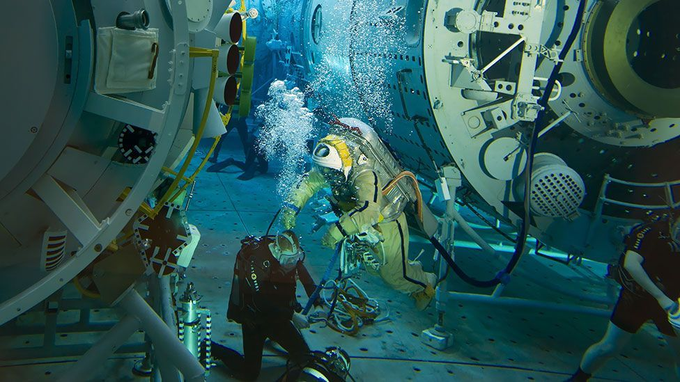 Russian cosmonaut Oleg Artemyev is pictured in a pre-flight underwater training session in a pool at the Gagarin Cosmonauts' Training Centre in Star City. (AFP/Getty Images)