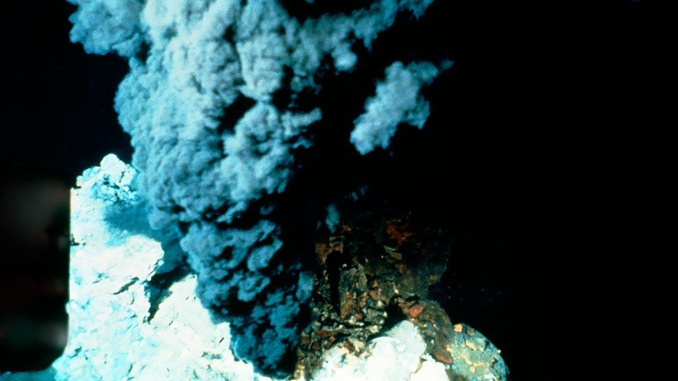 Life thrives around hydrothermal vents in the deep sea – but the high temperatures inside them make survival difficult. (B Murton/Southampton Oceanography Centre/SPL)