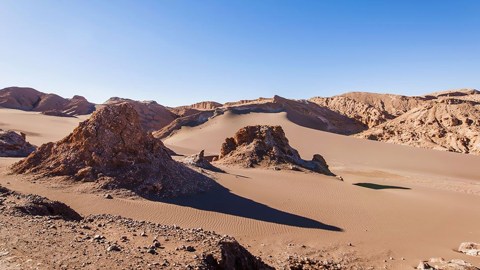 Deep inside the rocks of Chile's Atacama Desert, there's just enough water in the pores for life (Thinkstock)