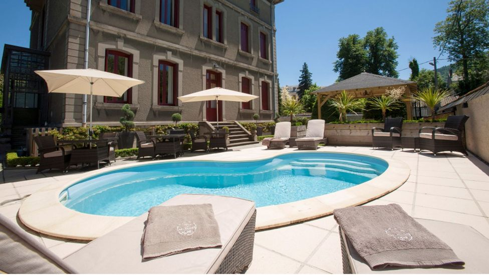 Barber and Friend spent about 400,000 euro on renovations, including adding a pool. (La Villa de Mazamet)