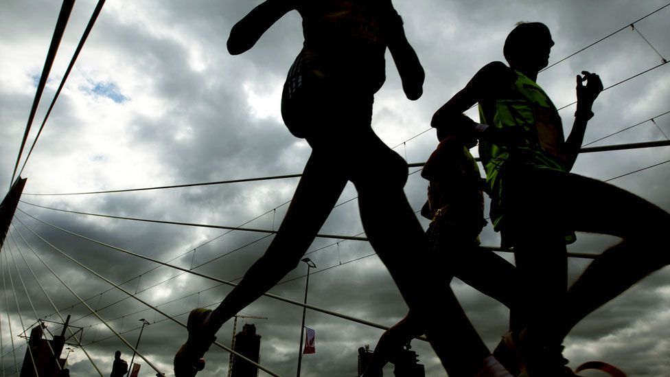 Runners in marathons tend to form jams just like road traffic flow (Getty Images)