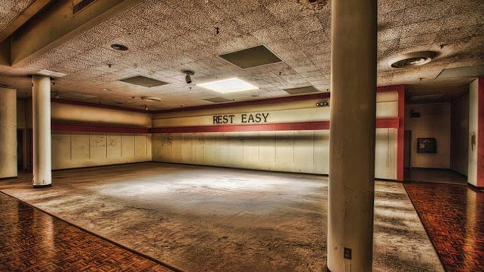 'Rest Easy', Crestwood Mall, Missouri (danwampler.com)