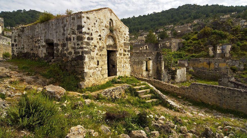 An abandoned Kayakoy chapel. (Ihsanyildizli/Getty)
