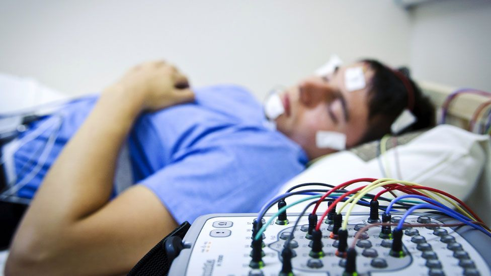 Monitoring brain activity of sleeping people suggests they can't learn new skills while unconscious (SPL)