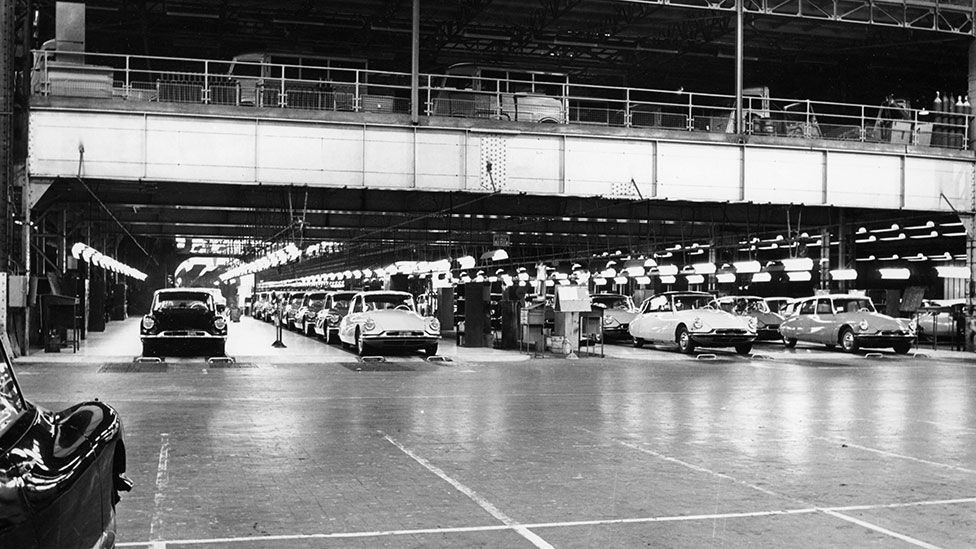 DS production peaked in 1970, with nearly 1.5m cars built all over the world (Heritage Image Partnership Ltd  / Alamy)