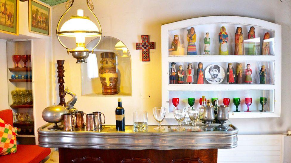 """The """"captain's bar"""" at La Chascona. (Dave Seminara)"""