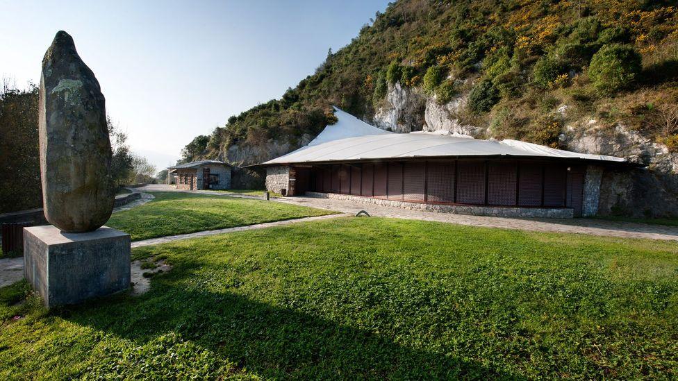 The entrance to El Castillo cave. (S.RECD/Government of Cantabria)