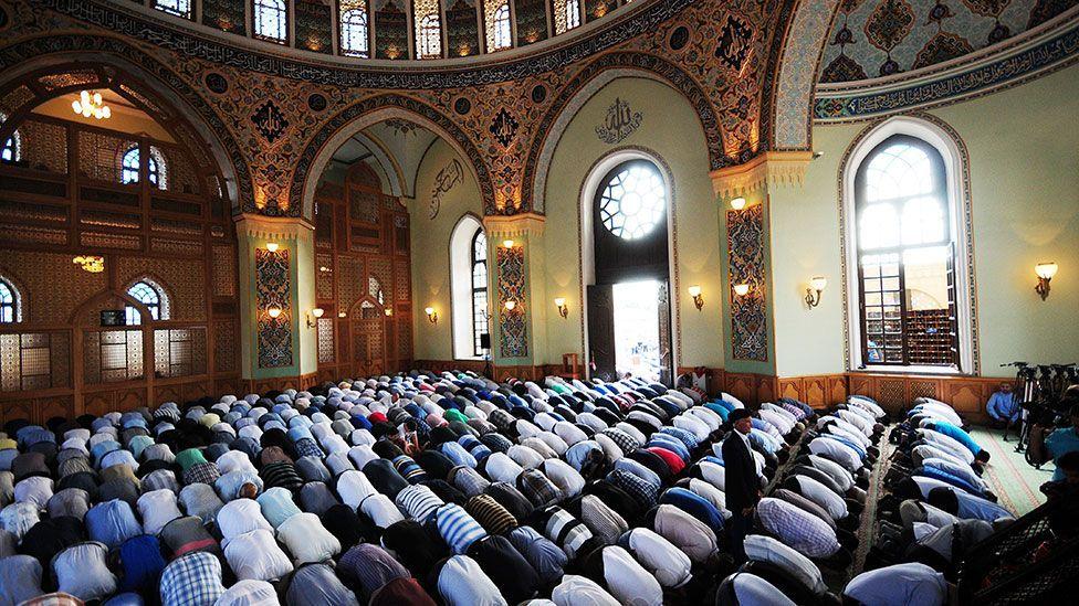 Azerbaijani Muslims pray at the end of Ramadan (Getty Images)