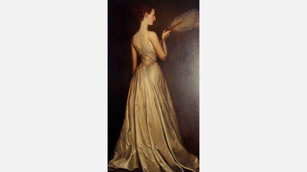 Antonio de la Gandara painted Virginie Gautreau in a much more conventional pose in 1898 (Wikipedia)